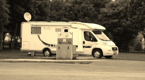 Borne de services camping-car